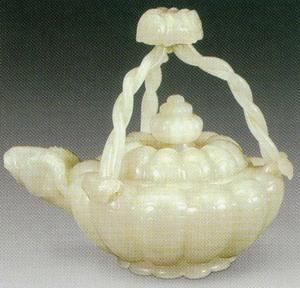 而以动物和植物作为器形和纹饰题材,是痕都斯坦玉器的一个重要特征.